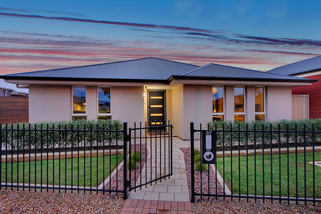 37 South Pacific Drive, SEAFORD MEADOWS