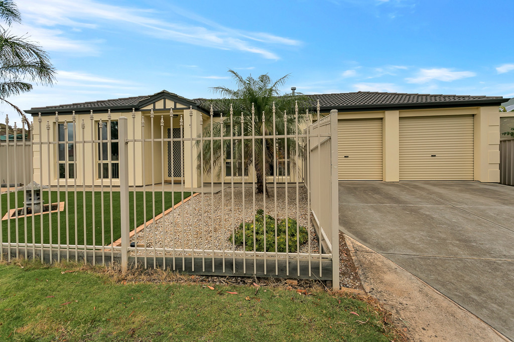 5 Chamberlain Drive, CHRISTIE DOWNS