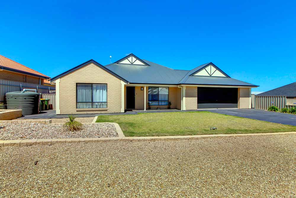 32 Shoreline Avenue, SELLICKS BEACH